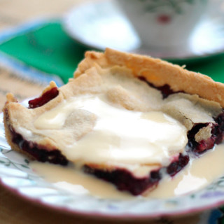 "A homemade movie about mulberry ""backyard"" pie"